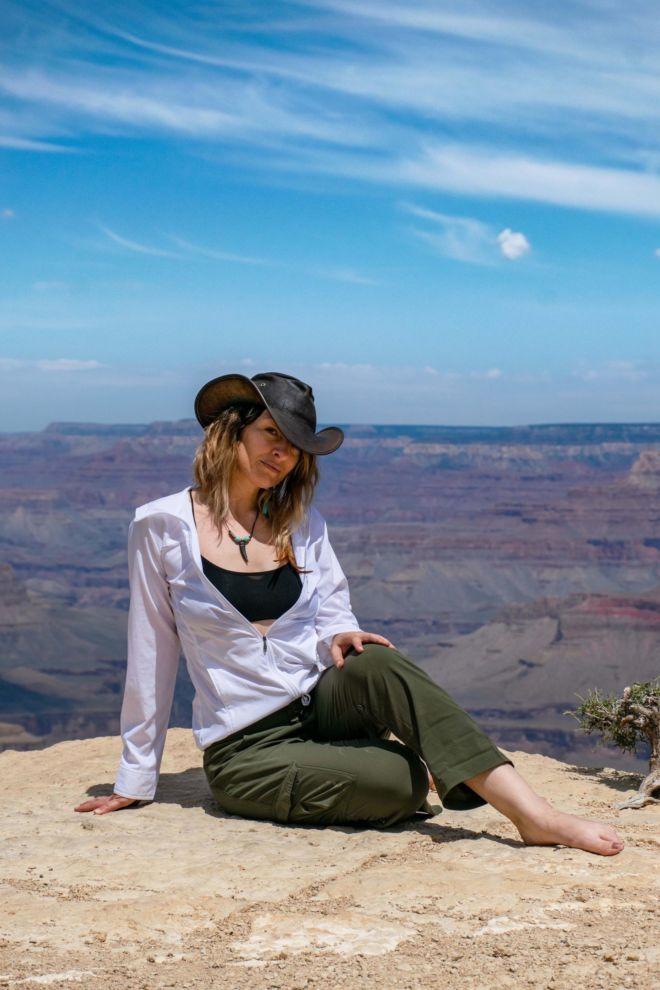 krista-meadows-grand-canyon-pose2